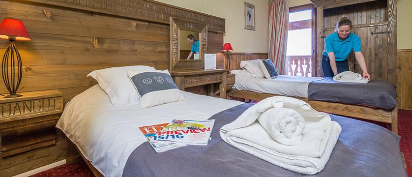 France_Les-Arcs_chalet_maximillian_twin_bedroom.jpg